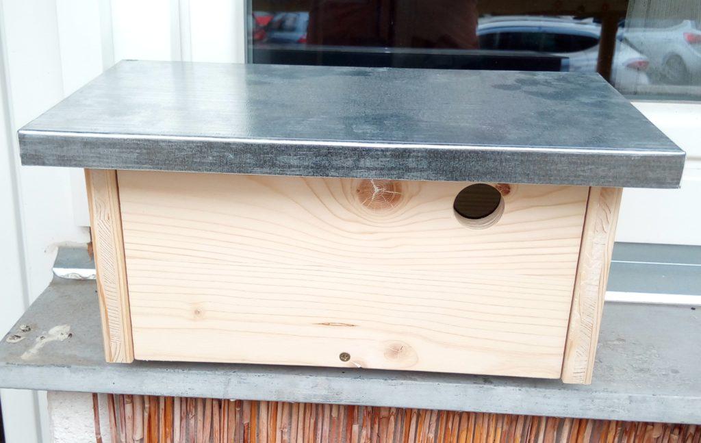 Bird box to place on windowsill